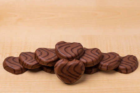Close up view of chocolate cookies in heart shape on wooden background. Valentines day concept. Standard-Bild