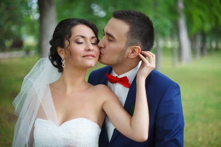 ni�os vistiendose: La novia y el novio en la boda ceramony