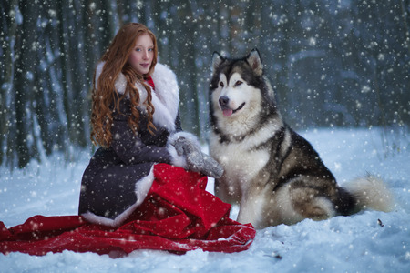wolf face: Attractive woman with the dogs.