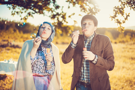 Paar genießt den Tag Standard-Bild - 36849901