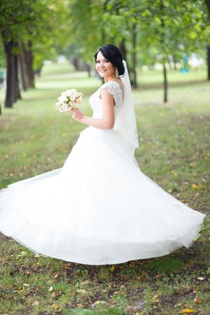 happy wedding: Beautiful bride. Wedding Day. Beautiful Happy woman