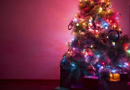 christmas tree presents: Beautifully decorated Christmas tree with many presents under it.