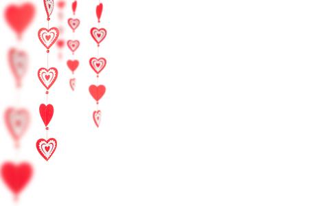 Pár červených srdcí na stuze na bílém pozadí. Valentýn.