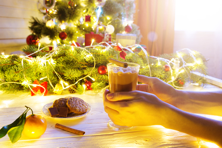 Woman hands ith cup of hot chocolate on christnas tree background. Standard-Bild - 114141376