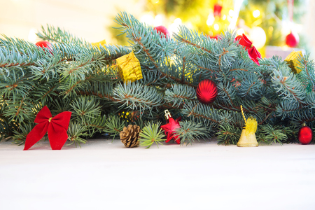 Christmas wooden background with fir tree. View from above with copy space. Standard-Bild - 114141378