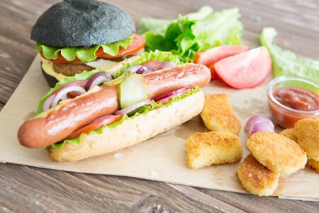 Delicious fast food. Fast food plate with burger and hot dog Фото со стока - 129814708