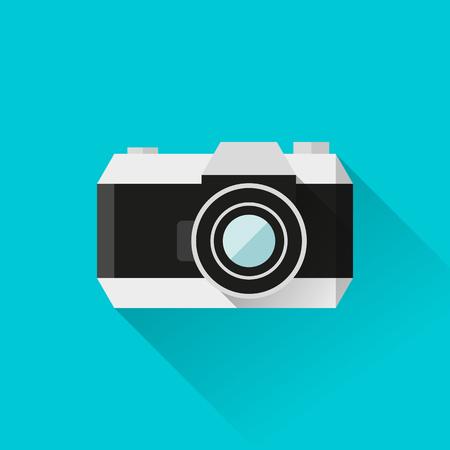 reflex camera: illustration retro reflex film camera icon in flat style with long shadows