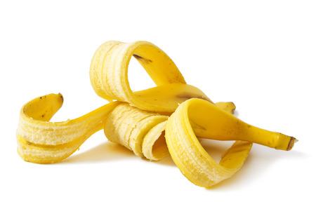 platano maduro: Bananas piel aislado en fondo blanco Foto de archivo