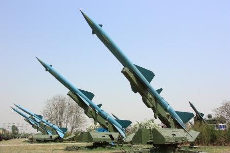 misil: Los veh�culos militares de la base
