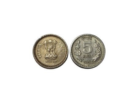 indian currency: India moneda - dos caras de una moneda de cinco rupias