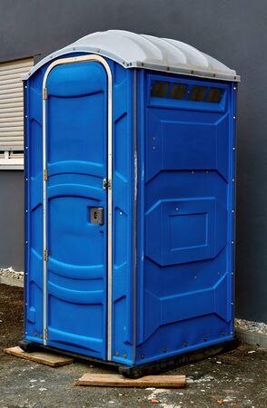 Portable toilet on the street in the city Standard-Bild