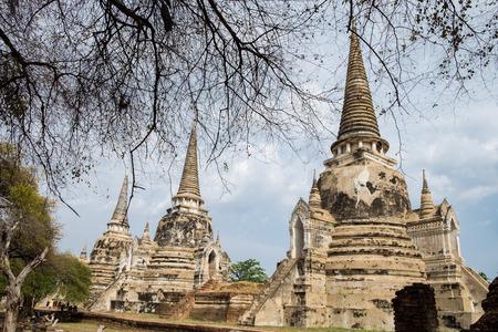 identidad cultural: Antiguo templo pagoda blanca de culto famoso en Ayutthaya, Tailandia