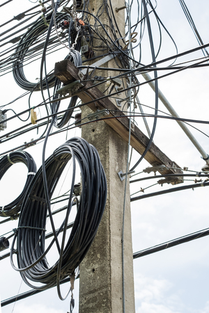 untidy: Mortar pole electricity power untidy