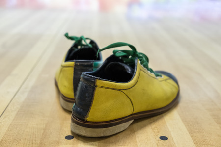paquet: Shoes bowling yellow green on paquet wood