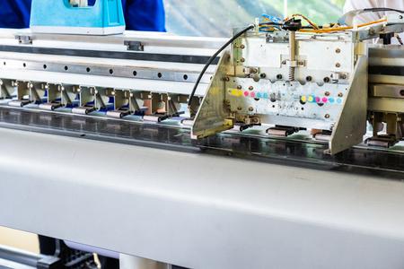 Checking the Head inkjet printer with repairing maintenance