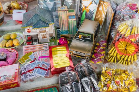 Ratchaburi, Thailand - Mar 30 2019 : Chinese paper with objects, foods and cracker preparing of burning for Chingming festival Reklamní fotografie - 134746512