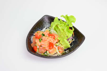 Maguro salad with spicy sauce in ceramic bowl Imagens