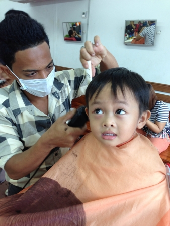 hairstylists: Kid in barber