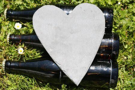 Beer bottles lying on Father's Day 版權商用圖片 - 131099828