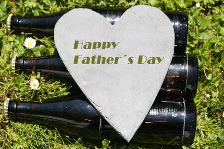 Beer bottles with heart, happy father's day 版權商用圖片 - 131099831
