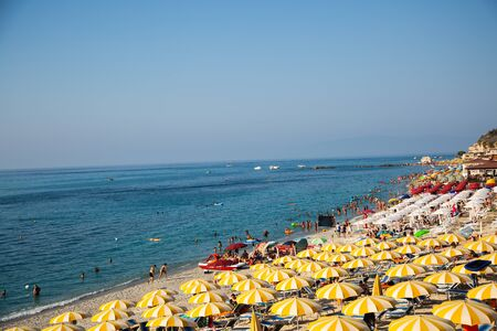 Tropea beach from above 版權商用圖片 - 131099953
