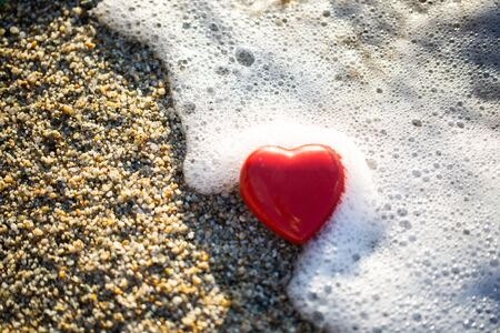 red heart by the sea, romantic, in love, lost, holida 版權商用圖片