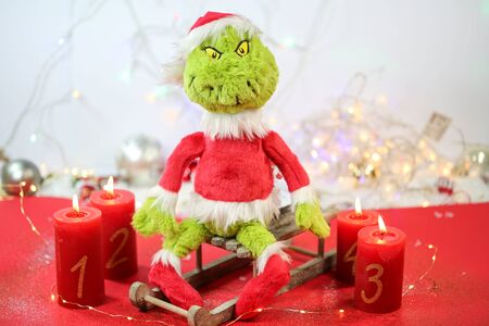 grinch with candles and fairy lights 版權商用圖片