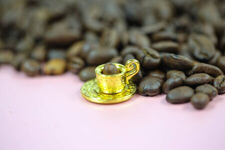 Coffee cup with coffee beans, mini cup, miniature cup 版權商用圖片