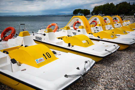 Pedal boats to rent in Bardolino 版權商用圖片