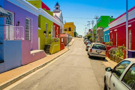 Il Bo-Kaap precedentemente noto come il quartiere malese è una borgata a Città del Capo, che ha belle case colorate