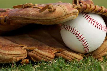 guante de beisbol: Béisbol nuevo en un guante Close Up