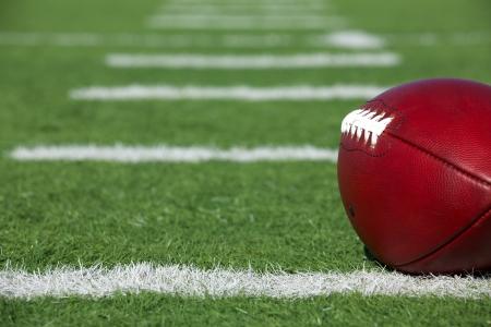 Pro-Amerikaanse Voetbal op het veld in de buurt van de werf lijnen