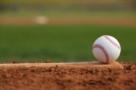 Baseball auf dem Pitchers Mound Close Up mit Platz f?r Kopie Standard-Bild