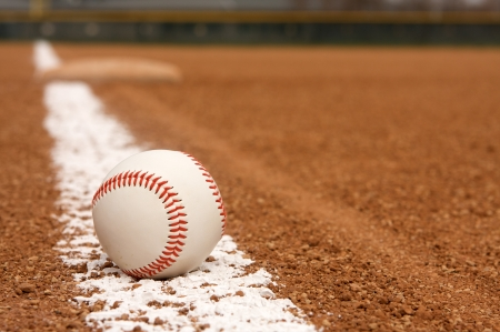 campo de beisbol: B�isbol en la l�nea de tiza Infield con Third Base all�