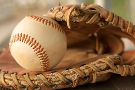 guante de beisbol: B�isbol de cerca en un guante