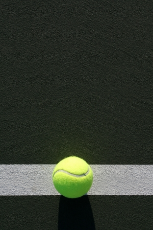 Tennis Ball on the Court with room for copy above Imagens