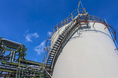 Structure of Oil and chemical factory in day time 스톡 콘텐츠
