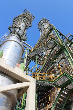 chemical plant: Petroleum en chemische fabriek met blauwe hemel