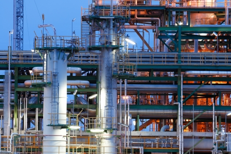 to plant structure: Night scene of chemical plant structure