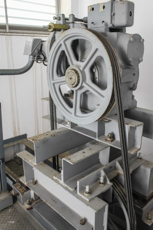 Big pulley with elevator lifting engine