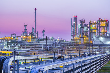 Beautiful of industrial petroleum plant on evening twilight Imagens