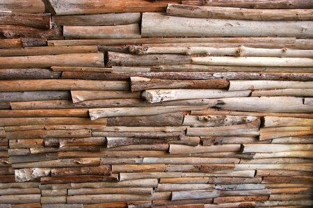 Wall made of logs of various sizes.
