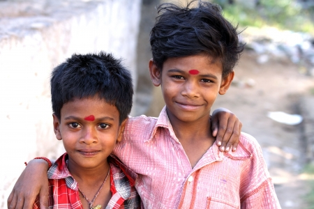 ni�os pobres: Little Indian Brothers Foto de archivo