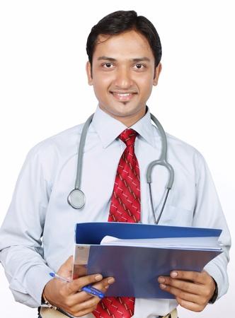 Portrait der indischen Arzt mit Reports Standard-Bild - 14907563