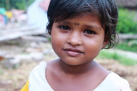 petite fille triste: souriant petite fille indienne Mignon