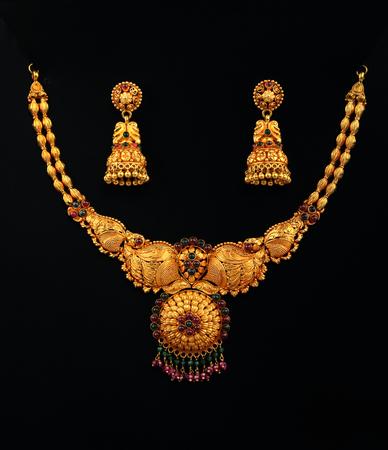 aretes: Collar de Oro tradicional india con los pendientes