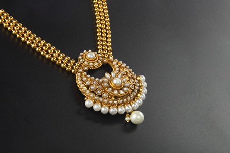 Indian Traditional Gold Necklace Фото со стока - 46815880