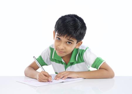 Indian School Boy poseren voor camera