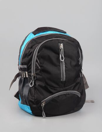 Indisch hergestellte Schultasche im Hintergrund