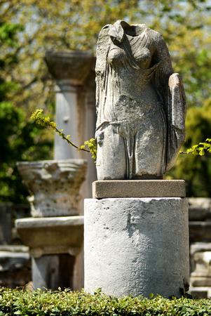 beheaded: headless woman statue Stock Photo